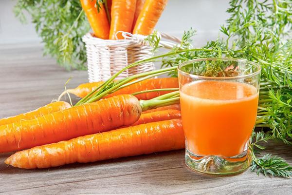 Có thể dùng cà rốt đã luộc chín hoặc nước ép cà rốt để tạo ngọt cho các món ăn.