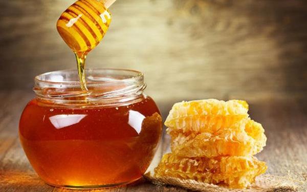 Mật ong có thể dùng trong nhiều món ăn hoặc thêm ngọt cho các loại trà.