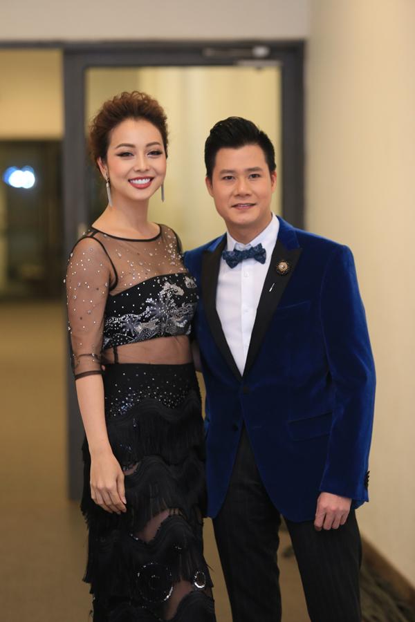 Tối 23/12, Jennifer Phạm hội ngộ chồng cũ - ca sĩ Quang Dũng khi cả hai cùng tham gia chương trình ca nhạc Đêm Việt Nam 6.