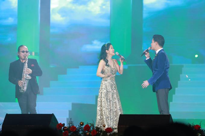 Cô Bống có màn kết hợp với ca sĩ Quang Dũng và nghệ sĩsaxophone Trần Mạnh Tuấn qua ca khúc Tình nhớ.