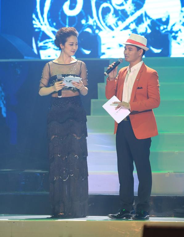 Tối 23/12, Xuân Bắc - Jennifer Phạm giữ vai trò dẫn dắt chương trình ca nhạc chủ đề chào đón Giáng sinh và năm mới mang tên Đêm Việt Nam 6.