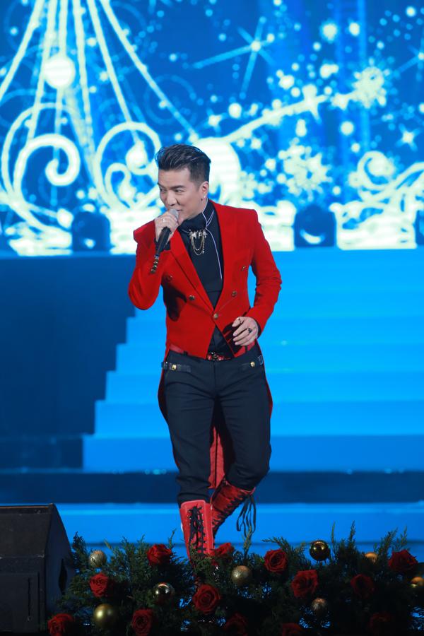 Ngoài màn song ca với Hồ Ngọc Hà, Đàm Vĩnh Hưng còn thể hiện các ca khúc Bài Thánh ca buồn, Bây giờ tháng mấy và Hai mùa Noel trong phần cuối của chương trình.