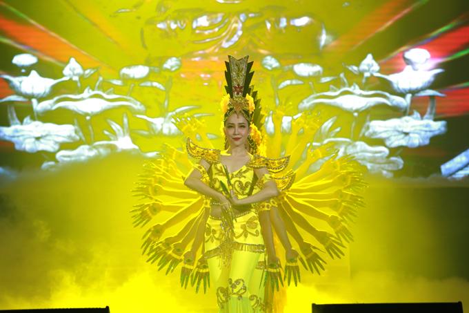 Chim công làng múa Linh Nga dành tặng khán giả thủ đô 3 bài múa: Phật bà nghìn mắt nghìn tay, Ngắm trăng, Một thoáng Việt Nam.