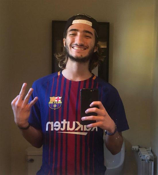 Con trai 17 tuổi của Mourinho cười tươi mừng chiến thắng ba sao của Barca