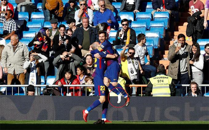 Messi tuột giày vẫn kiến tạo cho đồng đội ghi bàn