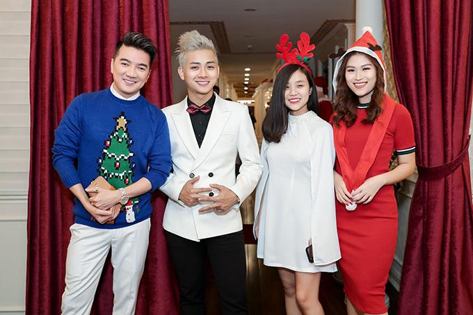 Hoài Lâm và bạn gái đón Giáng sinh trên du thuyền 3 triệu USD