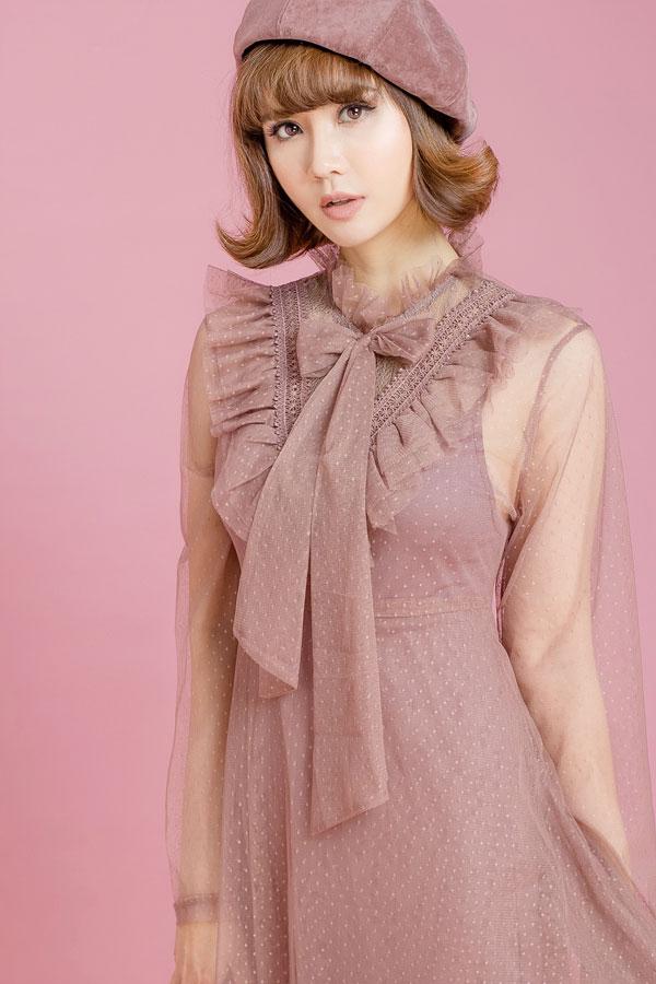 Vẫn với tone màu hồng pastel nhưng các thiết kế có thêm chi tiết xếp bèo, đắp ren& góp phần tạo điểm nhấn, giúp những chiếc váy mang phong cách tiểu thư thêm điệu đà.