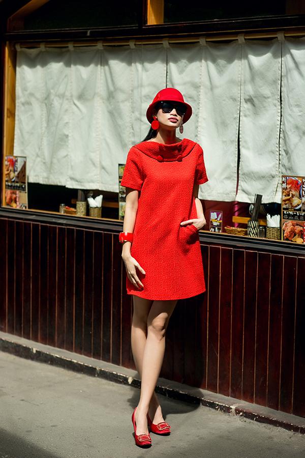 Váy thanh lịch cho nàng công sở với màu đỏ đen hợp mốt