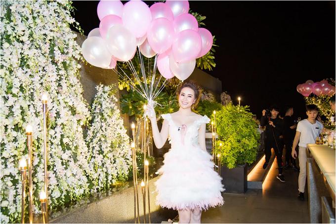 Sella Trương diện váy tua rua điệu đà trong ngày sinh nhật - 1