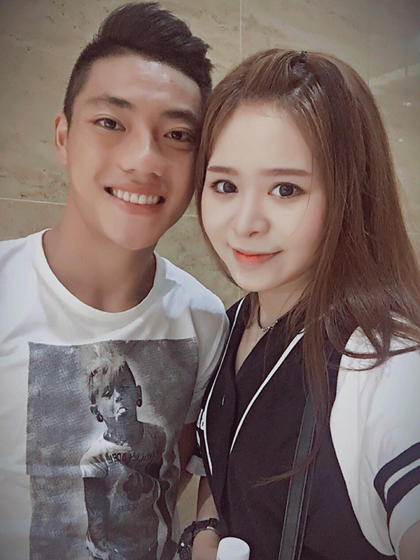 Tiền vệ 21 tuổi Lâm Ti Phông từ lâu đã công khai bạn gái Trà My trên trang cá nhân.