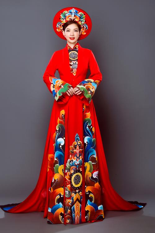Cùng với váy cưới, áo dài là trang phục không thể thiếu cho các cô dâu trong ngày trọng đại. Áo dài sắc đỏ và trắng được xem là lựa chọn hàng đầu nhưng ngày càng đa dạng về phom dáng, đáp ứng nhu cầu của tân nương.