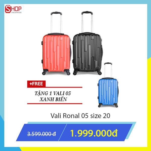 Đặc biệt, với chương trình mua 2 tặng 1 của Ronal, khách hàng mua hai sản phẩm vali kéo Ronal giảm giá còn 1.999.000 đồng sẽ có cơ hội nhận thêm một vali kéo cùng loại màu xanh.