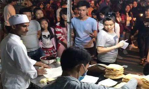 Bánh đường phố của đầu bếp Malaysia thu hút khách Sài Gòn
