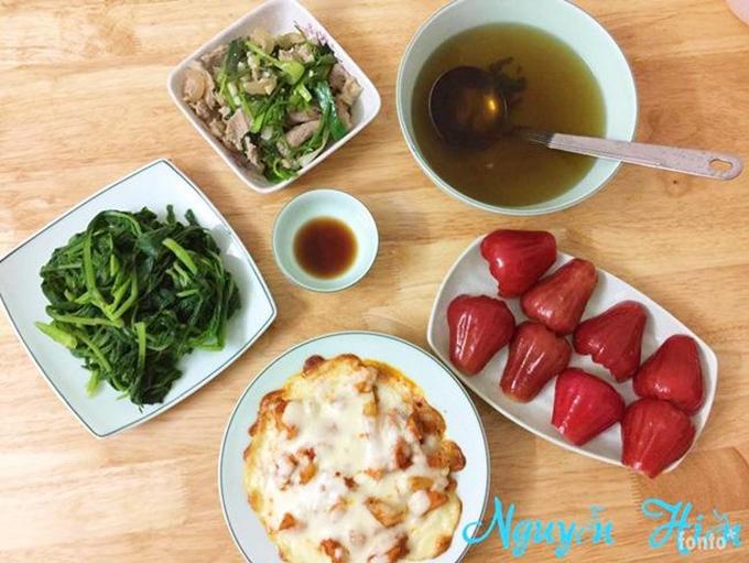 Vốn đam mê nấu ăn nhưng trước khi lấy chồng, chị Hiền ít có cơ hội vào bếp. Những bữa ăn tạm bợ ngoài quán khiến chị nuôi quyết tâm nấu nướng mỗi ngày khi có gia đình.