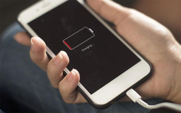 iPhone được nâng cấp pin vào năm tới