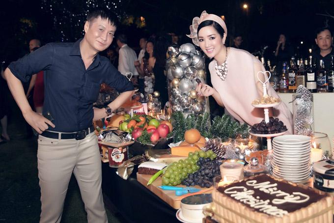 Giáng My hội ngộ đạo diễn Lê Hoàng trong buổi tiệc mừng Giáng sinh.