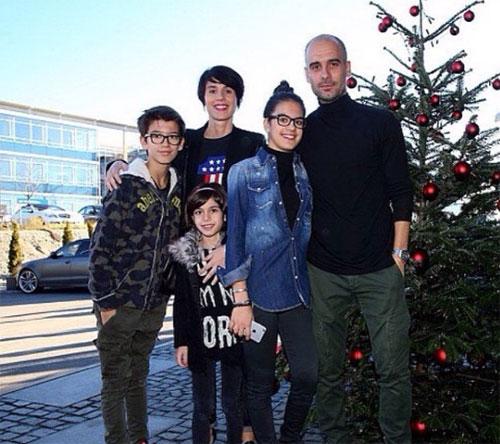 Sao sân cỏ mừng Giáng sinh bên những người yêu thương