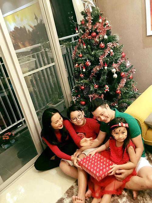 Không khí đón Noel giản dị mà đầm ấm của gia đình Hoàng Bách.