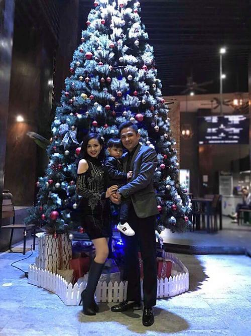 Gia đình Tâm Tít đi chơi Noel và gửi lời chúc mừng Giáng sinh tới mọi người.