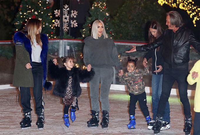 Đại gia đình Kardashian quây quần bên nhau trong kỳ nghỉ lễ.