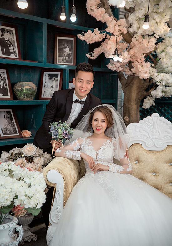 Tiền đạo Lê Thanh Bình tổ chức đám cưới với cô bạn gái Đỗ Diệu Trangvào hồi tháng 5.Bà xã củahiện làm công việc kinh doanh online các sản phẩm quần áo, thuốc giảm cân, tắm trắng...
