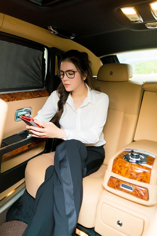 Lý Nhã Kỳ tiết lộ 'bí mật' trong xe hơi 40 tỷ của cô
