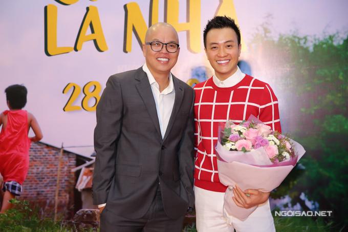 Tú Vi bế bụng bầu 6 tháng đi xem phim mới của Vũ Ngọc Đãng