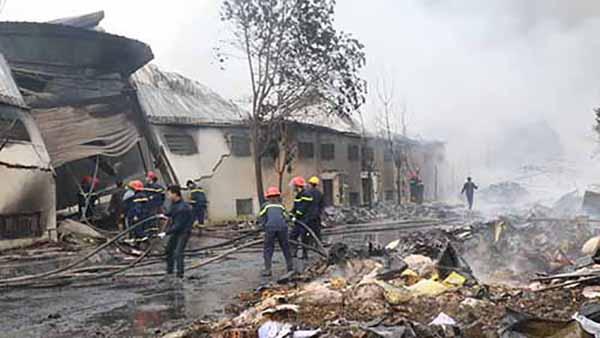 Ba công nhân bị mắc kẹt và thiêu cháy trong đám cháy lớn nhất nhiều năm nay ở Thanh Hoá.