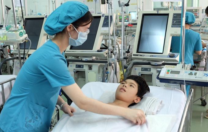 Nam sinh lớp 7 bỗng dưng liệt do khối u lớn mọc trong ngực