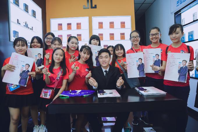 Tiền vệ Xuân Trường và dàn sao Việt dự sự kiện làm đẹp