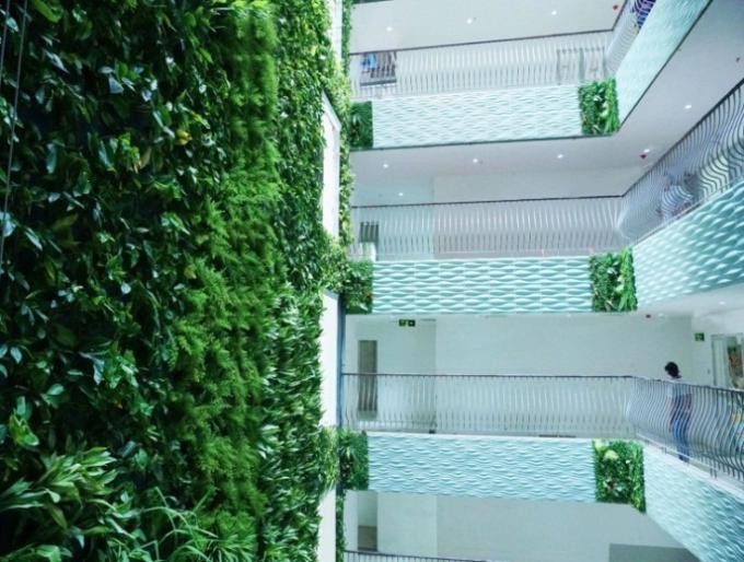 Căn hộ ở đây thực sự là một villas giữa lưng trời đầy đủ 5 yếu tố cần thiết như vườn cây, thác nước, gió, nắng tự nhiên và hành lang. Căn hộ có diện tích 75m2 nhưng được cân theo tỷ lệ vàng đến từng milimét nên tạo cho khách một cảm giác rộng thoáng như căn 100m2.