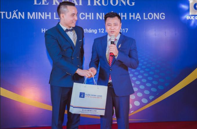 Táo môi trường 2017 - NSND Tự Long khai trương Tuấn Minh Land chi nhánh Hạ Long (xin edit) - 5