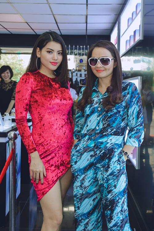 Người đẹp Ly Na Trang và diễn viên Hoài An song hành tại sự kiện.