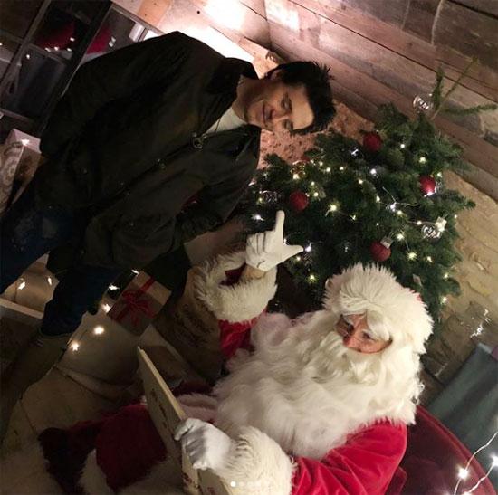 4 nhóc nhà Becks đón Giáng sinh bên ông già Noel