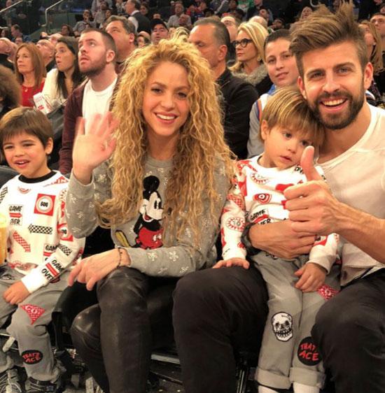 Pique - Shakira đưa hai con trai vi vu Mỹ xem bóng rổ