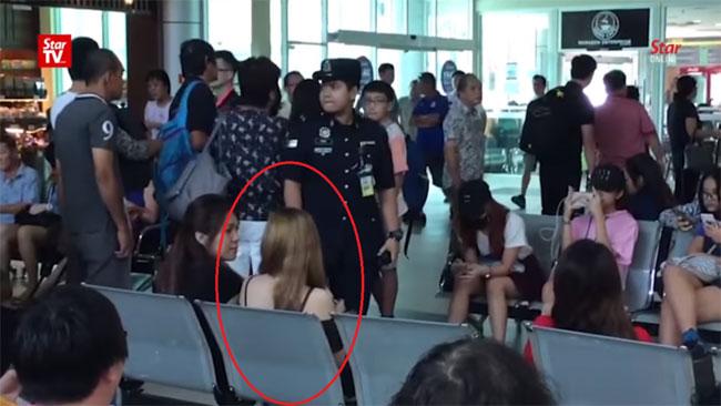 Chàng trai dàn cảnh bị bắt ở sân bay để cầu hôn bạn gái