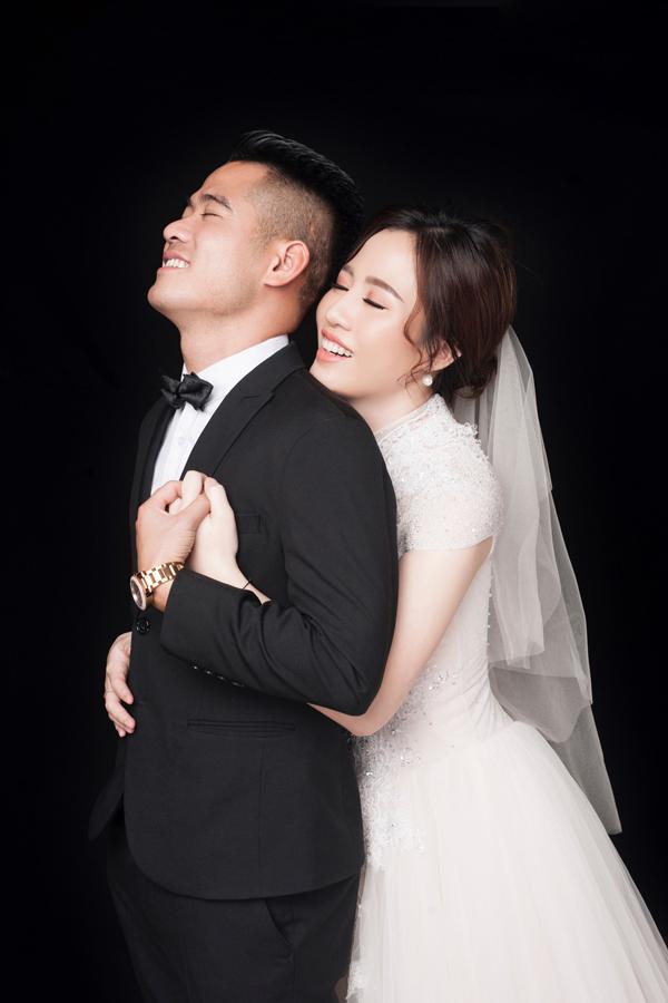 Văn Hoàn ngay lập tức dính tiếng sét ái tình để rồi thầm thương, trộm nhớ người đẹp quê Hà Tĩnh.
