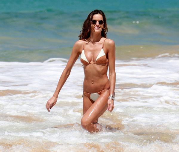 Cựu siêu mẫu của Victorias Secret mặc bikini