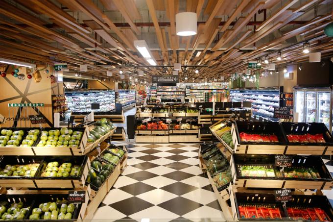Một trong những tiện ích của tòa nhà là khu TTTM RomeA và siêu thị Bon Grocer nằm ở 6 tầng khối đế. Dân cư chỉ cần vài bước để mua sắm tất cả những gì mình muốn hoặc order giao tận nhà bằng dịch vụ Instant Call
