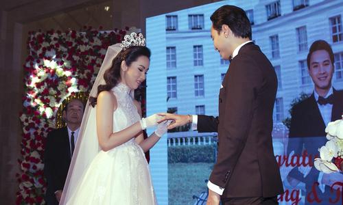 Đám cưới ngọt ngào của người đẹp Hoa hậu Hoàn vũ 2015 tại Nha Trang