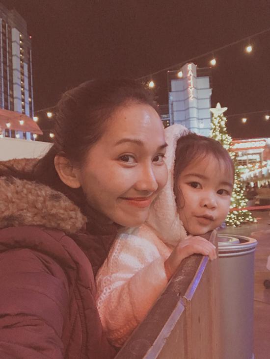 Vợ chồng Kim Hiền đưa hai con đến Las Vegas vui chơi đêm Noel