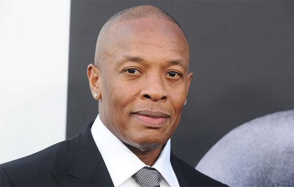 Rapper kiêm diễn viên Dr. Dre sở hữu 740 triệu USD. Sau khi thành lập nhóm nhạc rap N.W.A và trở thành một trong những nhà sản xuất hip-hop thành công nhất thế giới, Dr. Dre kinh doanh dòng headphone Beats năm 2008 và đó là bước đi thông minh nhất trong cuộc đời anh. Hãng Apple đã trả 3 tỷ USD cho công ty này vào năm 2014.