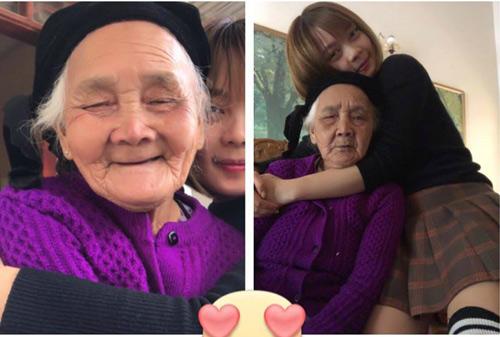 Bạn Thúy Kiều và bà ngoại.