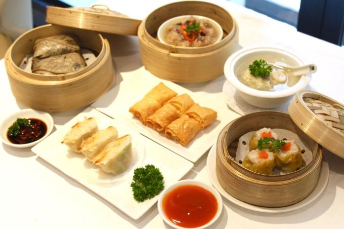 Nhà hàng còn sở hữu 25 món dim-sum cùng thực đơn hải sản nổi tiếng.
