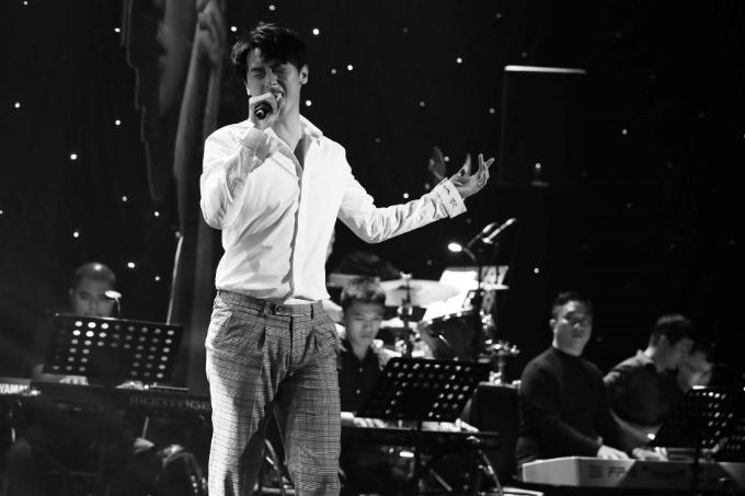 Rocker Nguyễn tại sự kiện offline kỷ niệm một năm debut.
