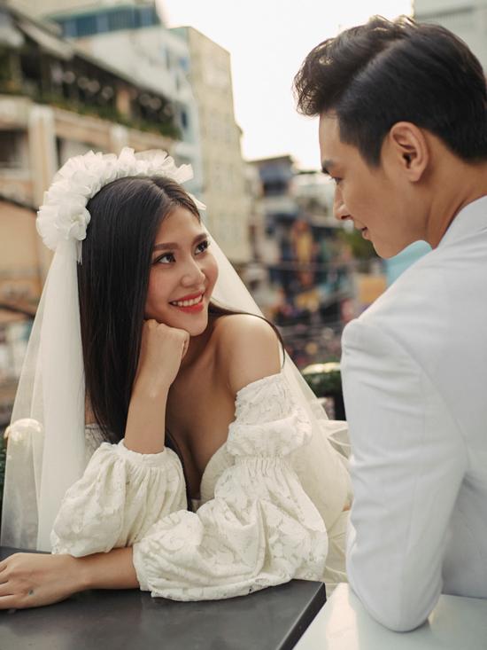 Chúng Huyền Thanh tiết lộ ảnh cưới trước giờ lên xe hoa