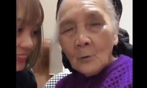 Cháu gái dạy bà ngoại 90 tuổi học tiếng Nhật