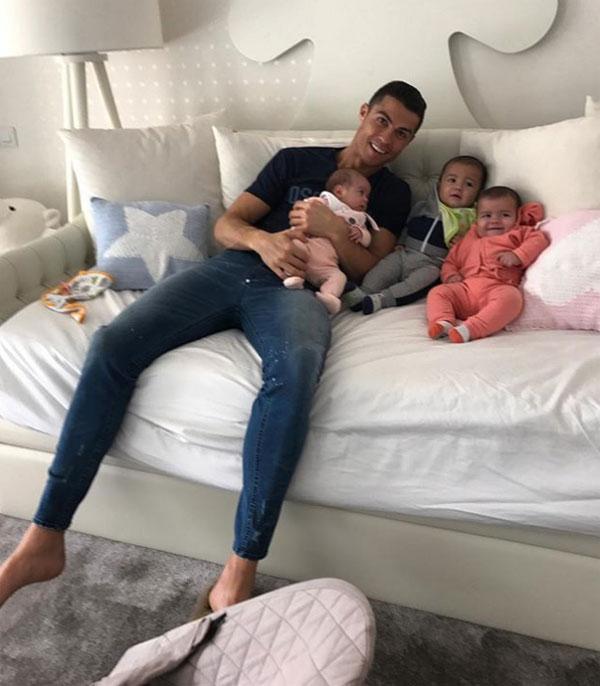 C. Ronaldo: 'Tôi là tù nhân của những đứa trẻ dễ thương'