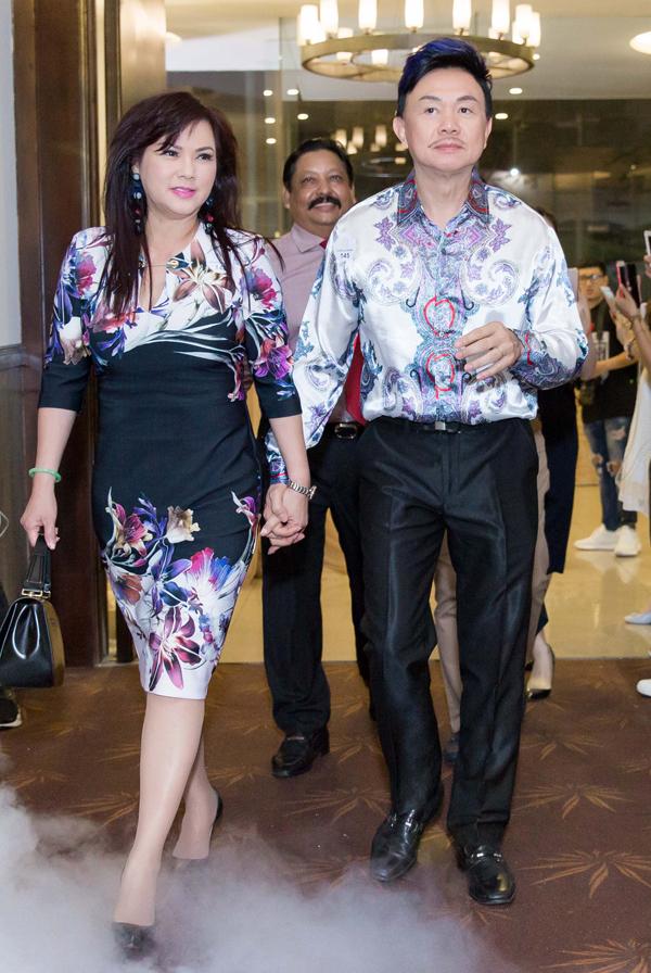 Vợ chồng Chí Tài được mời dự buổi tiệc ra mắt dòng mỹ phẩm thảo dược mới tại TP HCM, tối 26/12.
