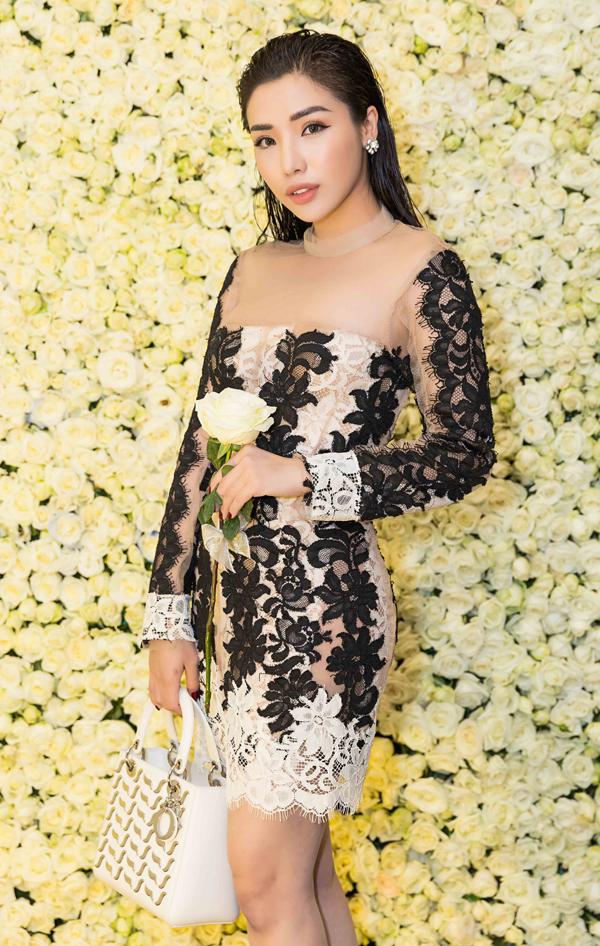 Á hậu Biển Khánh Phương mặc váy xuyên thấu của nhà thiết kế Lâm Gia Khang.